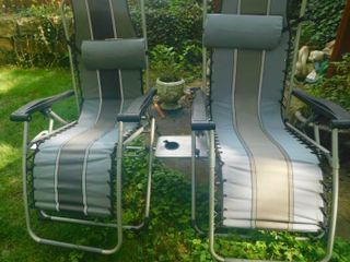 Reclining lawn Chairs  2 ea