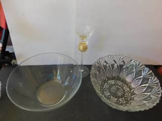 Serving Bowls  2 ea    Champagne Flute