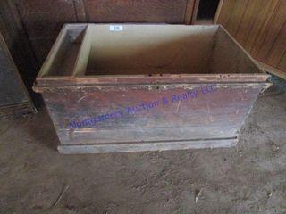 CARPENTER S WOOD TOOl BOX