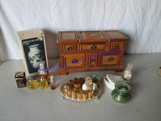 JEWElRY BOX AND COllECTABlES