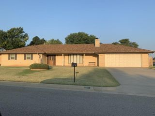 Clinton OK Home for Sale 3 bed, 2 bath, 20 Redbud