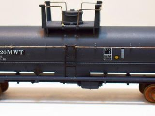 Boston & Maine 2720 Chemical Tank Car Athearn HO