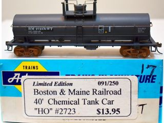 Boston & Maine 2723 Chemical Tank Car Athearn HO