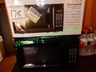 2 Microwaves (One in Unopened Box)