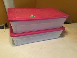 2 storage tubs w/lids