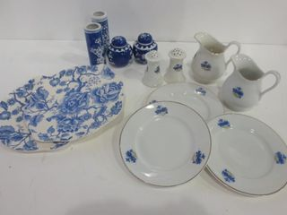 BlUE AND WHITE PORCElAIN   SMAll PlATES  CREAM