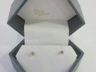 14KT WHITE GOlD DIAMOND STUDS   40G