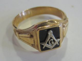 10KT GOlD RING WITH MASONS SYMBOl   SIZE 10