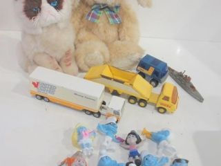 COllECTIBlE SMURF FIGURINES  TONKA TRUCK  MOVING