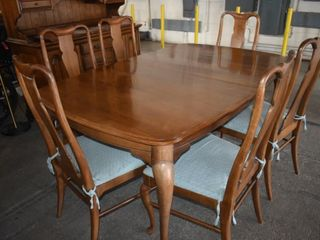 DINING ROOM TABlE W  6 CHAIRS   3 lEAVES