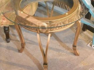 ORNATE ROUND GlASS TOP SIDE TABlE