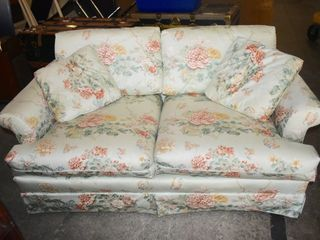 FlORAl lOVE SEAT W  CUSHIONS