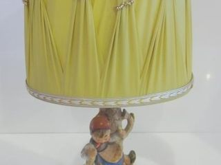 HUMMEl TABlE lAMP WITH SHADE   16