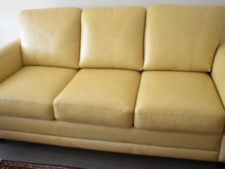 lEATHER SOFA BED  72  X 36  X 34