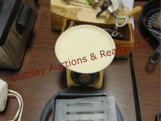 4pcs kitchen items  Presto Power Crisp  scale