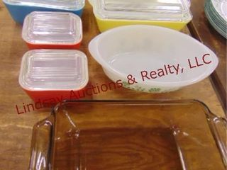 4 Pyrex refrigerator containers  1 glasbake dish