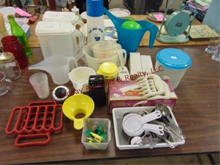 Group misc kitchen  measuring cups  pitchers