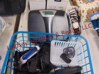 Group of elec  battery pwrd shavers  scale
