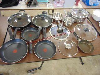 Approx 12pcs misc pots   pans  some w  lids