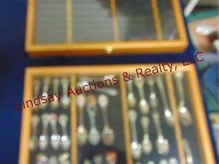 2 collectors spoon case w  spoons