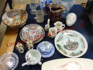 Approx 22pcs of misc dishes  plates  creamers