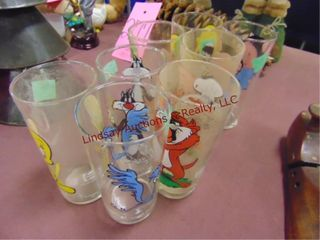 8 collectible pepsi glasses  Road Runner