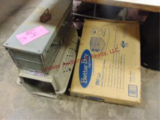 2 pet crates   1 live animal trap