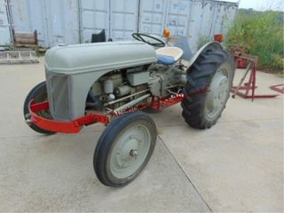 1947 Ford 2N tractor 3spd  3pt  newer front tires