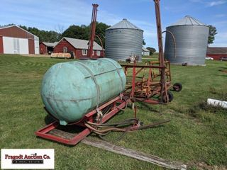 Pickup sprayer with 400 gallong poly tank, 38-40'