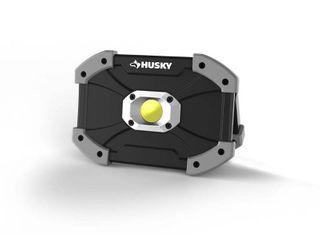 Husky 700 lumens lED Utility light 1003 232 017