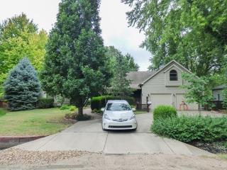 (Newton) 2-BR, 2-BA Home w/ 2-Car Garage