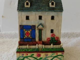 Jim Shore Building   Salt Box Amish Square