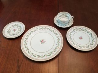 Fine Spode China Setting for 8- Craigavon Pattern