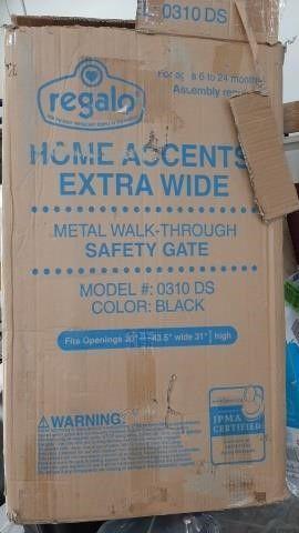 """REGALO METAL WALK THROUGH GATE 30"""" - 43"""""""