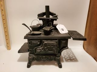 Tin Queen Cook Stove, salesman sample 1960s