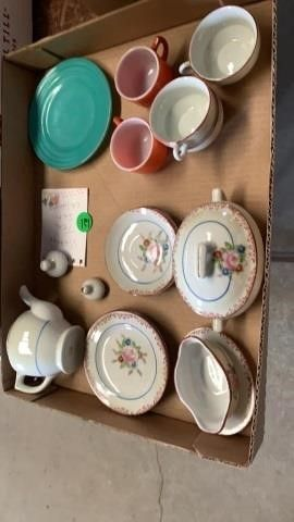 CHIlDRENS VINTAGE TEA SET PlUS OTHER DISHES