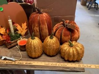 SHIMMERING PUMPKINS AND SWEUDE PUMPKINS CANDlE