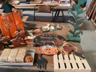 MOSTlY WOODEN DECORATIONS FOR FAll  BAlES AND