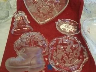 DECORATIVE CHRISTMAS GlASSWARE