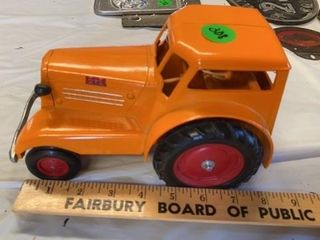 MINNEAPOlIS MOlINE ORANGE CINTAGE TRACTOR