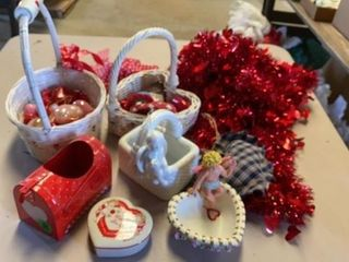 VAlENTINES GARlAND MAIlBOX BASKETS HEART