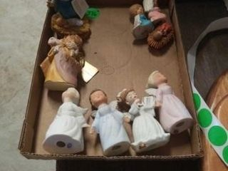 4 SINGING PORCElAIN ANGElS  PARTS OF 2 NATIVITY