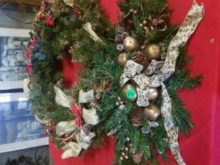 BEAUTIFUl HOlIDAY WREATH  24  X 24  HOlIDAY SWAG