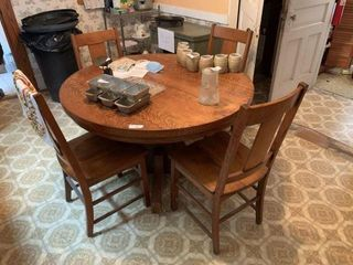 Round Antique Oak Dining Table w/ 4 Chairs