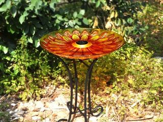 SOlAR FlORAl GlASS BIRD BATH WITH STAND  Retail 78 98