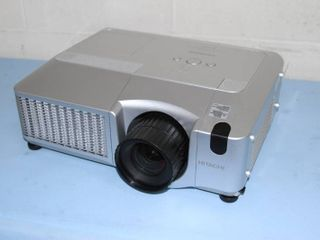 Hitachi CP-WUX645N WUXGA HD HDMI Conference Room Projector / Video Projection System