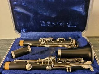 Artley Prelude Clarinet  53736 with Black Case  Missing 1 Piece