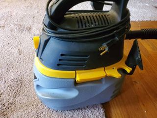 Small Stinger Yellow and Black Wet Dry Vac Tested and Working