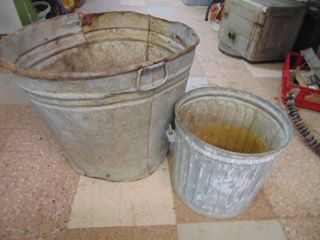 Galvanized Bucket and Washtub   Washtub is rough