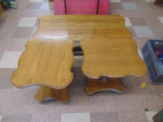 Oak Coffee Table and 2 End Tables   Becker Furniture   NICE